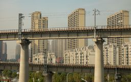 Apartamentos que son construidos en ZhengZhouDong cerca de la estación de tren fotografía de archivo libre de regalías