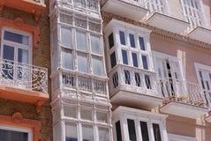 Apartamentos renovados e negligenciados Imagens de Stock