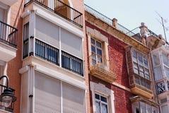 Apartamentos renovados y descuidados Imagen de archivo