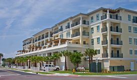 Apartamentos tropicais luxuosos Fotos de Stock Royalty Free