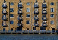 Apartamentos - viejo diseño industrial Imagen de archivo libre de regalías