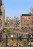 Apartamentos viejos de Nueva York foto de archivo