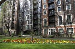 Apartamentos viejos y costosos en Londres imagen de archivo libre de regalías