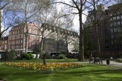 Apartamentos viejos y costosos en Londres imagen de archivo
