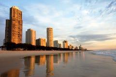 Apartamentos y centros turísticos de la playa Foto de archivo