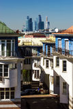 Apartamentos y skyscrappers modernos de la ciudad de Moscú Imágenes de archivo libres de regalías