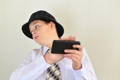 Apartar del adolescente del muchacho del teléfono celular Imagen de archivo