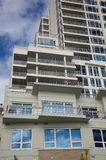 apartement που χτίζει την υψηλή άνο&delt Στοκ Φωτογραφίες