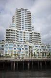 apartement που χτίζει την υψηλή άνο&delt Στοκ Εικόνες