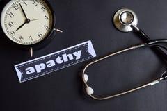 Apathie op het document met de Inspiratie van het Gezondheidszorgconcept wekker, Zwarte stethoscoop royalty-vrije stock afbeeldingen