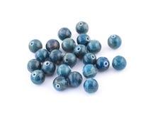Apatite bleue de gemme ronde minérale d'isolement sur le fond blanc Photo libre de droits