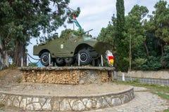 APC που εγκαθίσταται ως μνημείο στον πόλεμο του 1992-1993 στην Αμπχαζία, Στοκ εικόνα με δικαίωμα ελεύθερης χρήσης