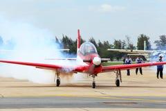 Ape di KT-1 Woong dall'aeronautica dell'Indonesia che ottiene con riferimento a Fotografia Stock