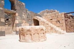 Apedreje bem no castelo do deserto de Hallabat do Al de Qasr Fotografia de Stock