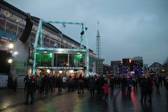 Apeldoorn, Países Bajos - 23 de diciembre de 2017: El ` s de 3 DJ de la radio del NPO 3FM se cierra para arriba en la casa del vi Fotografía de archivo libre de regalías