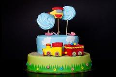 Apelmácese con la masilla para el cumpleaños del ` s de los niños Foto de archivo libre de regalías