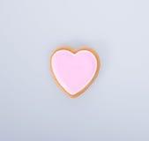 apelmace la decoración o la decoración de la torta de la forma del corazón en un fondo Imagenes de archivo