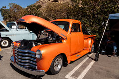 Apelsin Chevy Truck 1948 Fotografering för Bildbyråer