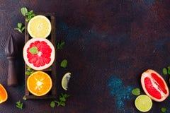 Apelsin, citron och grapefrukt fotografering för bildbyråer