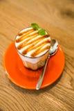 Apelsin för kaffekopp fotografering för bildbyråer