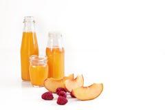 """Apelsin för morgonsoluppgång†"""", persika och hallonfruktsaft royaltyfri bild"""