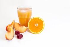 """Apelsin för morgonsoluppgång†"""", persika och hallonfruktsaft arkivfoto"""