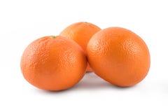 Apelsin för tre mandariner som isoleras på vit bakgrund Royaltyfri Fotografi