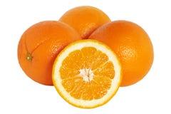Apelsin Grupp av apelsiner som isoleras på en vit bakgrund Arkivbild