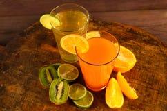 Apelsin, limefrukt och Kiwi Juice royaltyfria bilder