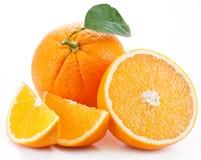 Apelsin med bladet. Arkivbilder
