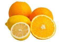 Apelsin med halva en citron arkivbilder
