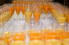 Apelsin- och fruktfruktsaft Fotografering för Bildbyråer
