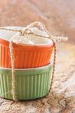 Apelsin- och gräsplancocotte Arkivfoto