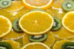 Apelsin- och kiwiskivor Arkivfoton