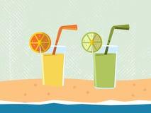 Apelsin- och limefruktfruktsaft på stranden - sommar - vektor Arkivfoto