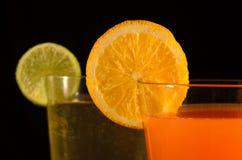 Apelsin- och limefruktfruktsafter royaltyfri bild