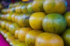 Apelsin på bunt Arkivfoto