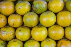 Apelsin på bunt Royaltyfri Foto