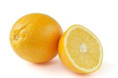 Apelsin som isoleras på vit bakgrund royaltyfri bild
