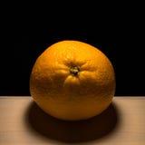 Apelsin som tänds från över Arkivbilder