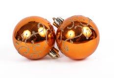 Apelsinen klumpa ihop sig julprydnaden Arkivfoton