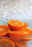 Apelsiner i den glass bunken Royaltyfri Fotografi