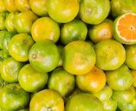 Apelsiner i den Thailand marknaden Royaltyfri Bild