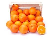 Apelsiner i träspjällåda Royaltyfri Bild