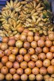 Apelsiner och banan, indonesiskt stånd Royaltyfri Bild