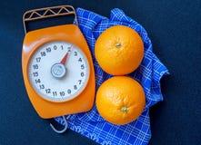 Apelsiner och våg Arkivfoton