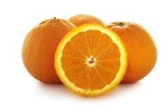 Apelsiner som klipps i halva Arkivfoto
