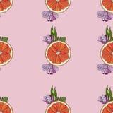 Apelsinskivor med den sömlösa modellen för blommor på rosa bakgrund stock illustrationer