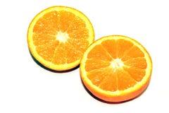 Apelsinstycken på vit bakgrund Royaltyfria Bilder
