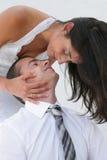 Apenas casado - noiva e noivo apenas aproximadamente para beijar Fotos de Stock Royalty Free